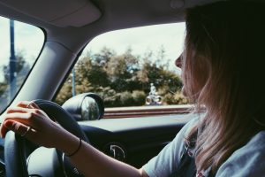 zaglavljena u autu